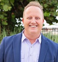 Portrait photo of David Quilleon